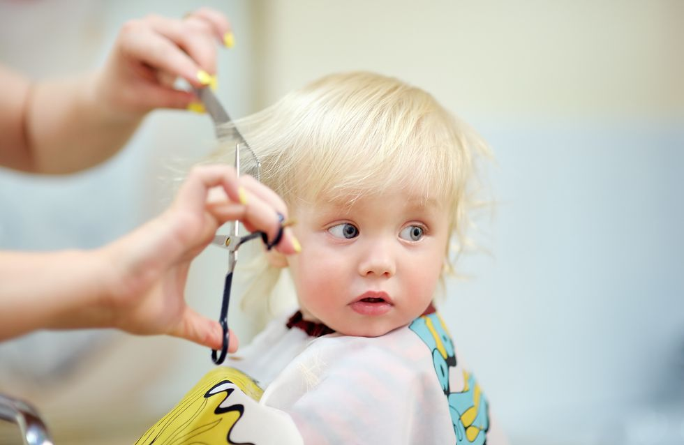 Kind beim Frisör